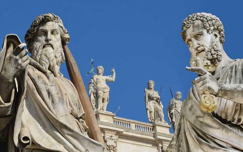 Estatuas en la plaza