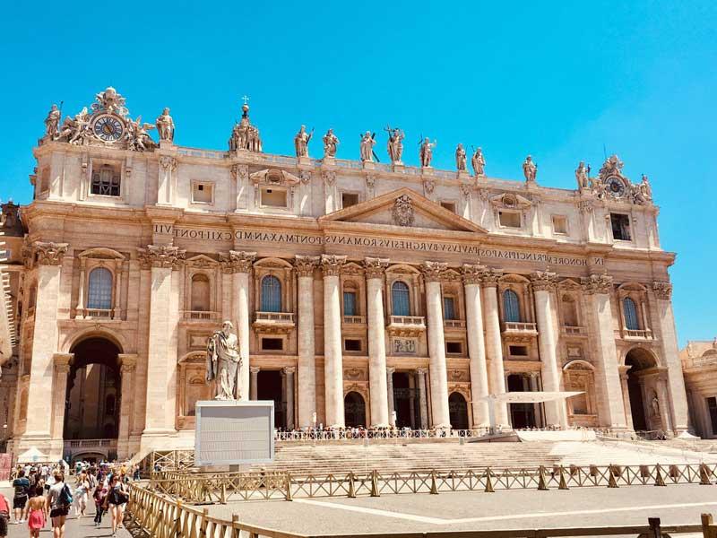 La Fachada de la Basílica de San Pedro