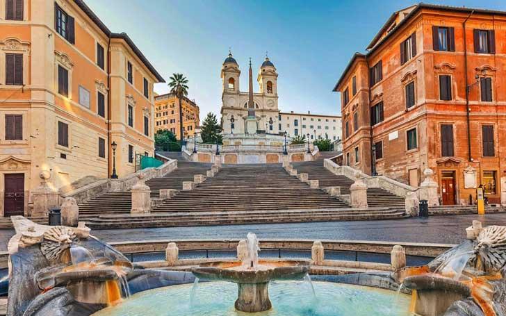 Plaza de España, una de las plazas más famosas de Roma.